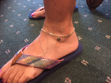 yellow gold anklet with white gold accent links, and rose gold engraved heart